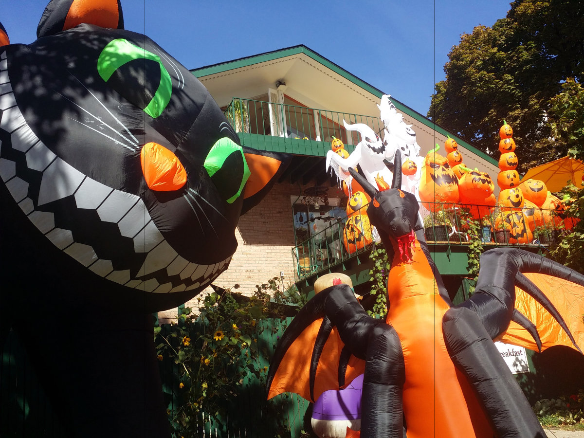 B&B front blowups Halloween 2015